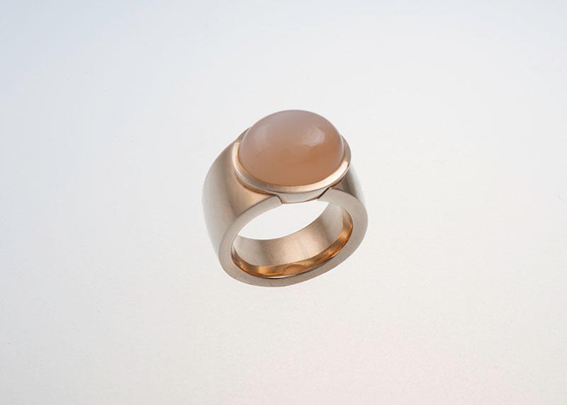 Mondsteincabochon-Ring Mondstein Juwelier Raths Bonn